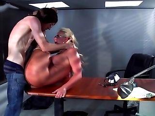 Große Titten, Blowjob, Chef, Cumshot, Deepthroating, Auf Schreibtisch, Faketitten, Hardcore, Hd, Milf,