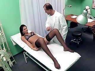 Amatoriale	, Bambola, Bruna, In Clinica, Sulla Scrivania, Doctor, Hospital, Lingerie, Reality, Cavalcata,