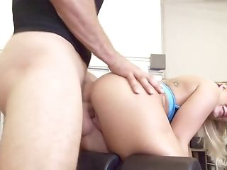 69, Große Titten, Blond, Blowjob, Trainer, Cowgirl, Cumshot, Doggystyle, Facesitting, Faketitten,