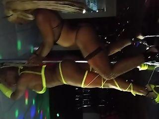 Striptease: 412 Videos