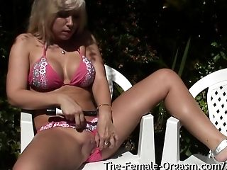 Clit, Coed, Female Orgasm, HD, Moaning, Outdoor, Vibrator,